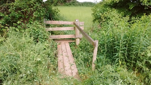 HO13 bridge and stile cleared