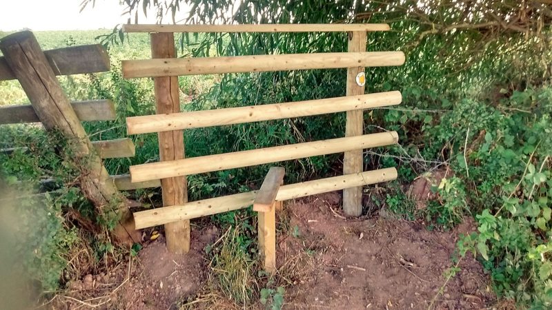 HO14 New Stile at SO 5210 4247. Very high stile and the field towards Burcot Farm is obstructed by the crop