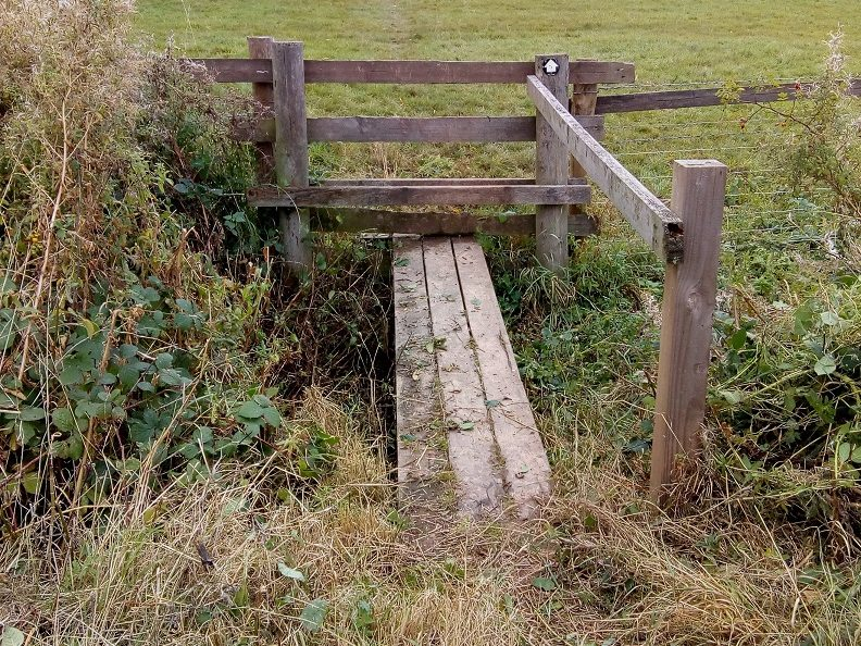 HO13 Bridge & stile cleared at SO 516 425