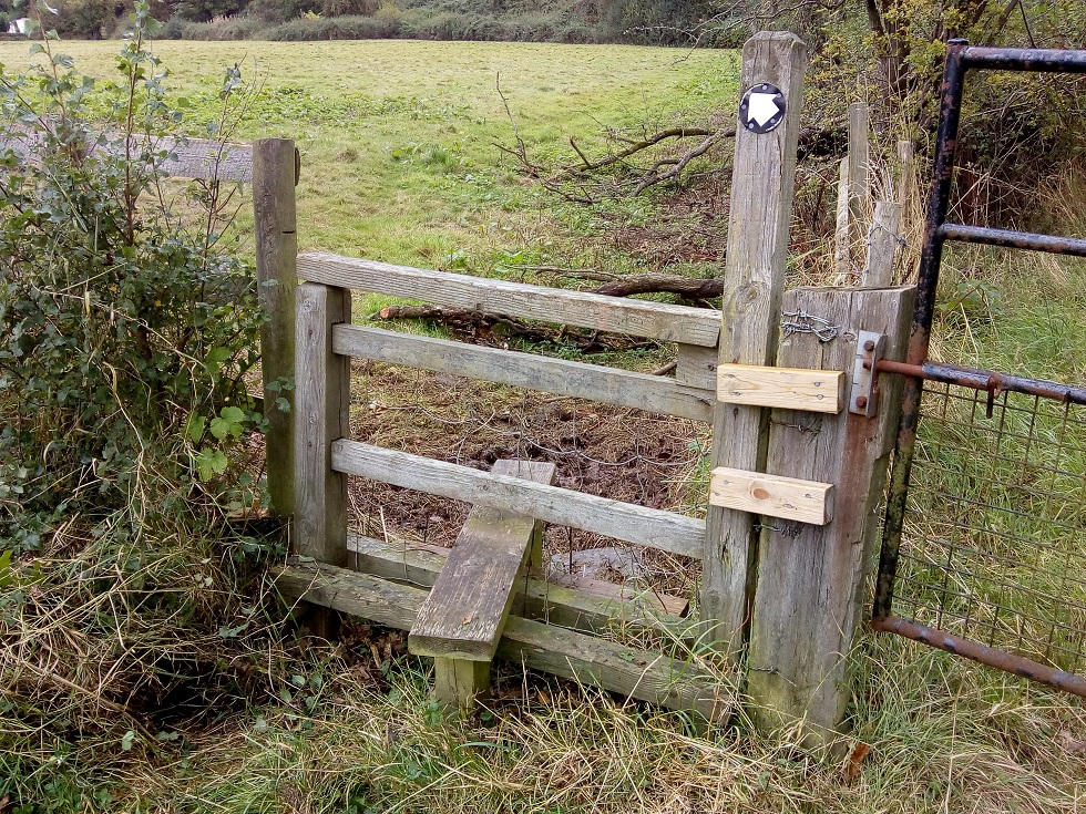 HO13 stile cleared at SO 524 429
