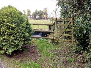 HO3 gate at Holmer pond end - no path closed notice as at 05.01.20